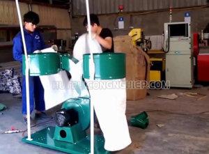 Máy hút bụi công nghiệp 2 túi được dùng trong xưởng gỗ