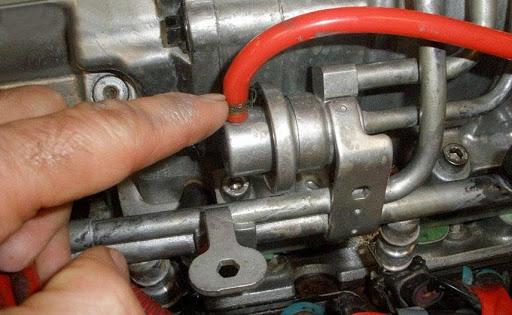 Vị trí van điều áp nhiên liệu trong động cơ ô tô