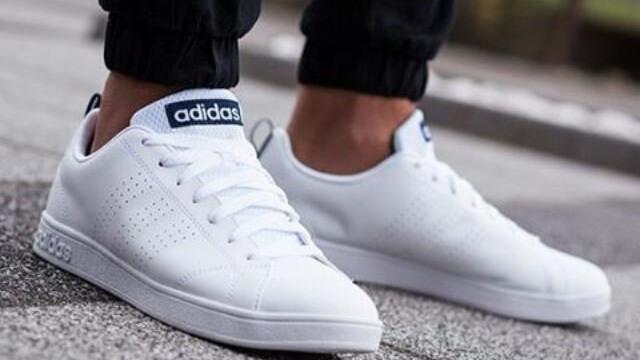 Những lưu ý trong cách giặt giày Adidas trắng