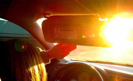 Không có phim cách nhiệt sẽ gây chói mắt cho người lái