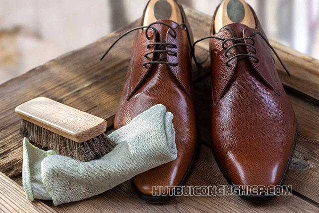 Cách bảo quản vệ sinh giày da bò nhanh nhất