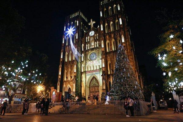 Noel đi chơi ở đâu? Những địa điểm vui chơi lý tưởng tại Hà Nội và TPHCM