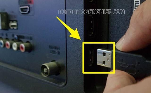 Bạn có thể cắm chuột sang cổng kết nối khác để kiểm tra