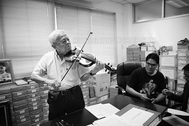 giáo sư Rapee Sagarik là người yêu âm nhạc