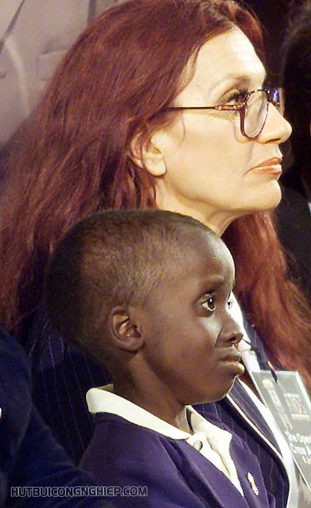 Cậu và người mẹ nuôi Gail Johnson